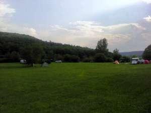 Autokamp u mestu Salka na obali jezera