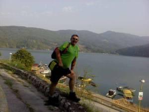 "Plato ispred hotela ""Jezero"" sa pogledom na jezero Perućac"