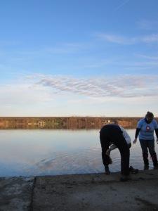 Pranje cipela u Borkovačkom jezeru