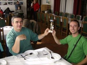 Ovako je bilo na kraju marša 2010. godine. Isidor i ja primamo pehar u ime kluba kao najmasovnije društvo na maršu