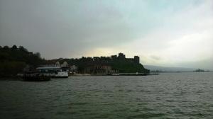 Pogled ka tvrđavi pre iskrcavanja sa skele